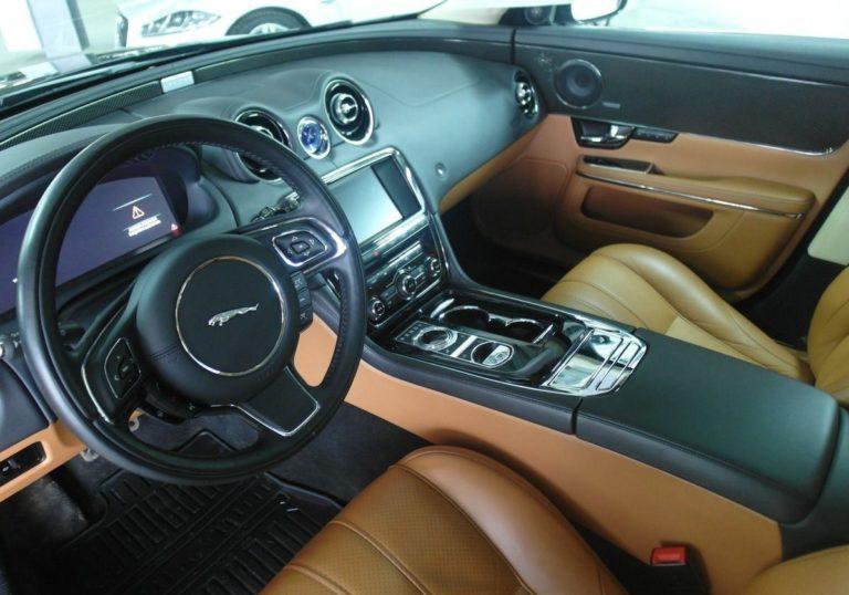 Jaguar XJ (черный)